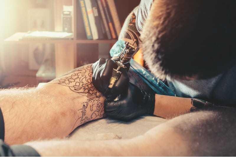 Tatuaje sobre venas varicosas
